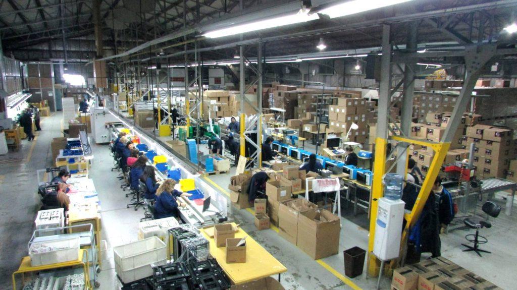 La Cooperativa Renacer logró cumplir con el objetivo de finalizar la producción de televisores para Walmart a tiempo, pese a la sucesión de trabas que se pusieron desde el gobierno y la comisión del área aduanera especial.