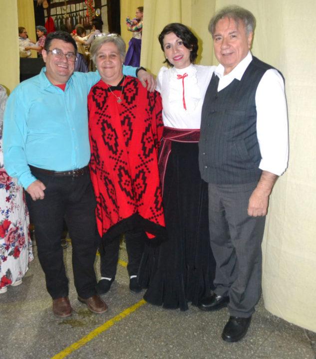 En la fiesta estuvo presente el Ing. Mario Ferreyra, decano de la Facultad Regional Tierra del Fuego, acompañado por el vicedecano Ing. Francisco Alvarez y la directora de la Escuela de Enseñanza Bilingüe, Fernanda Catrileo.