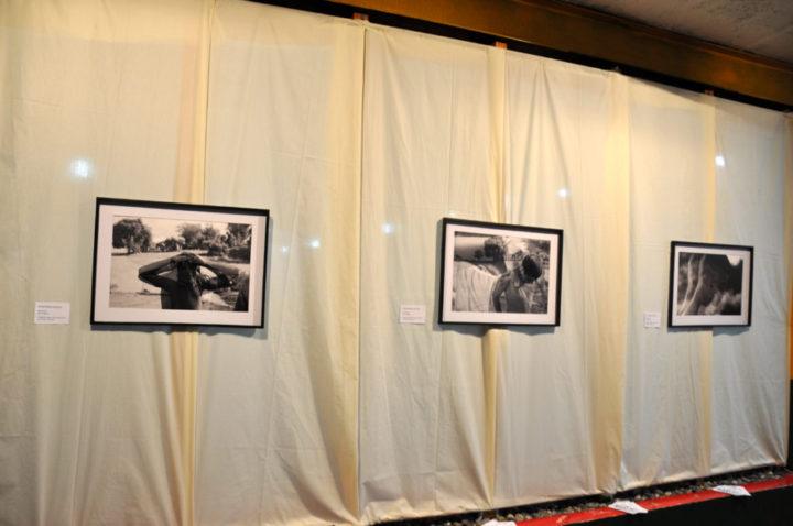 Las tres en blanco y negro son fotomontajes de doble exposición y fueron tomadas en el marco del rodaje de la película Ragazzi de Raúl Perrone.