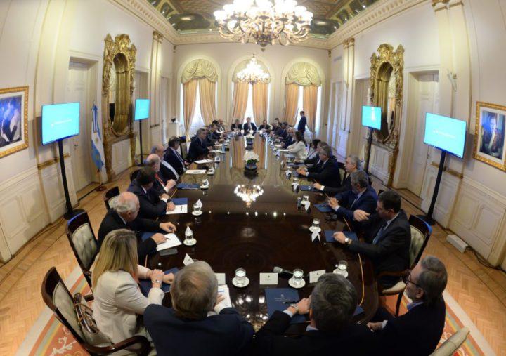 La gobernadora Rosana Bertone efectuó ayer un balance tras la reunión que mantuvo con el presidente y sus pares de otras provincias.