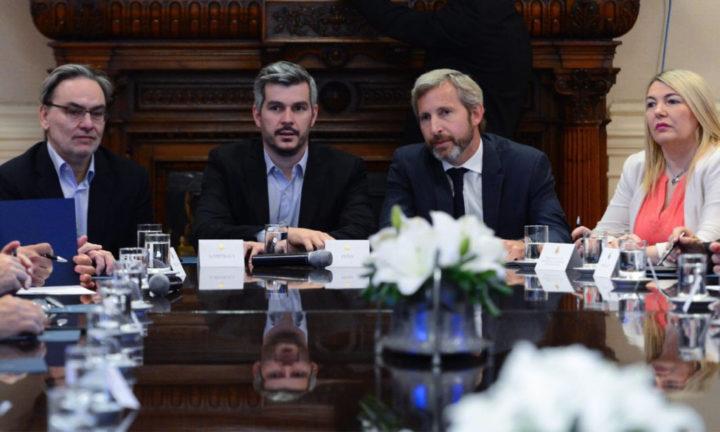 Bertone junto al ministro del Interior Rogelio Frigerio, y el ministro Jefe de Gabinete Marcos Peña.