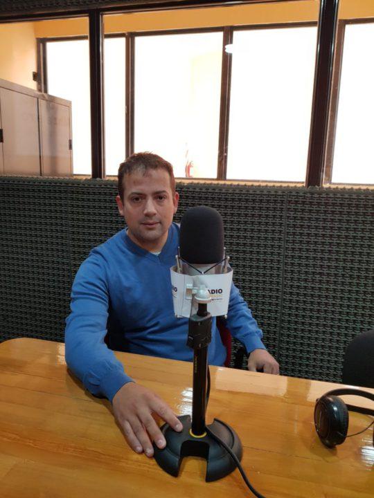 Juan Manuel Gatti visitó los estudios de Radio Universidad (93.5).