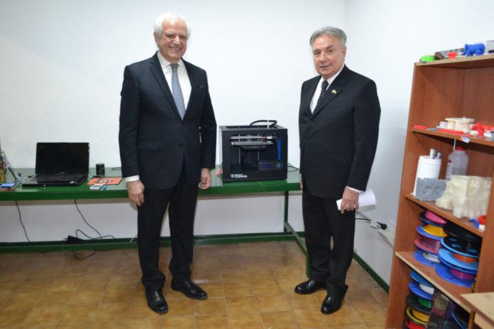 El presidente de Roch, Ing. Ricardo Chacra junto al Decano de la Facultad Regional Tierra del Fuego, Ing. Mario Ferreyra.