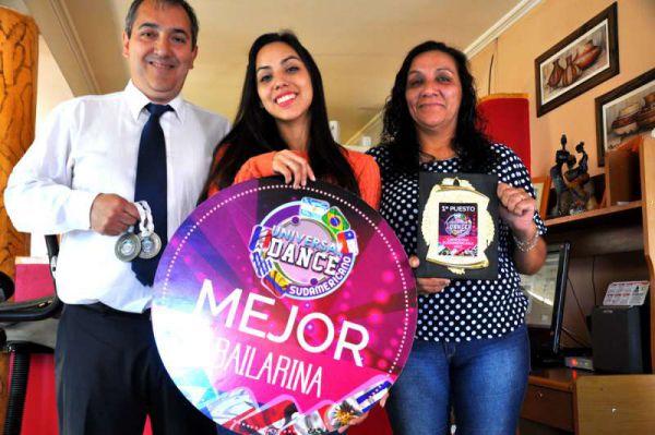 Nacida en Río Grande, la joven bailarina resaltó el apoyo de su familia, de sus padres, Noemí Mansilla y Héctor Gioia, y su hermana Lía, cuatro años mayor que ella, quien está estudiando Veterinaria en la Universidad Nacional de La Plata.