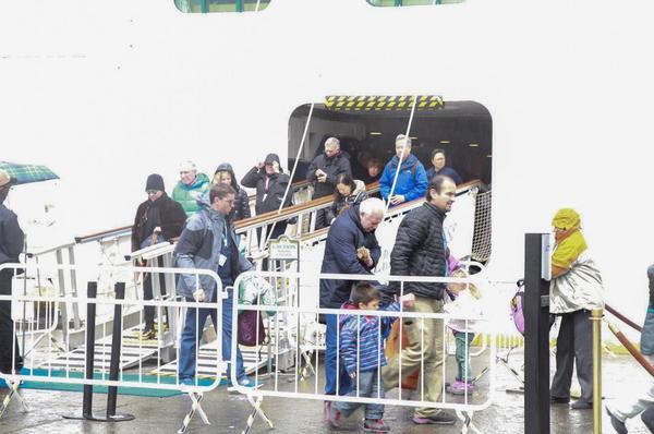 """Amarró en Ushuaia el crucero """"Emerald Princess""""."""