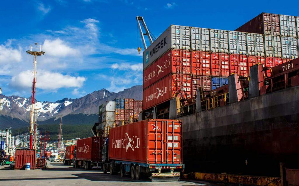Distintos tipos de buques amarraron en el muelle de Ushuaia. Buques de carga, pesqueros y cruceros tocaron puerto durante el sábado y el domingo.