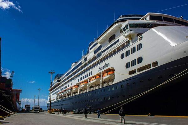 Del crucero Zaandam, que amarró durante la madrugada del domingo, desembarcaron alrededor de 1500 visitantes entre pasajeros y tripulantes.