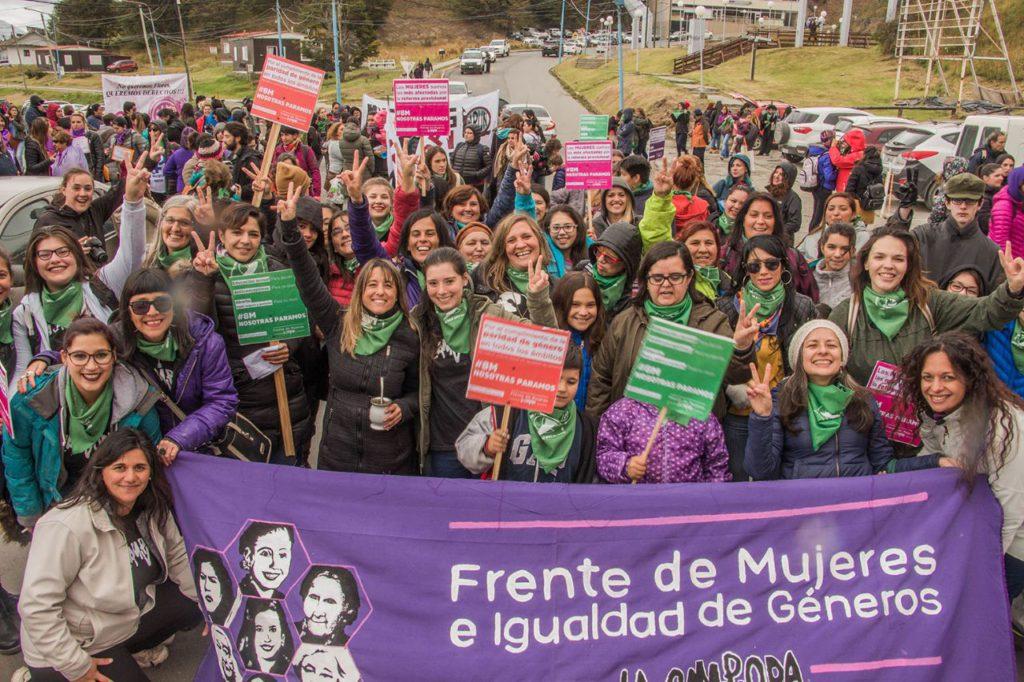 Las mujeres marcharon por las calles de Ushuaia