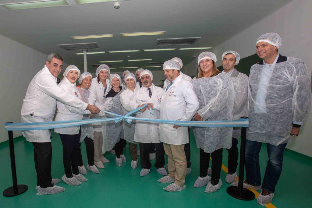 La gobernadora Rosana Bertone inauguró oficialmente este miércoles el Laboratorio del Fin del Mundo, Sociedad Anónima con Participación Estatal Mayoritaria (SAPEM) creada por el Gobierno fueguino para incursionar por primera vez en la industria farmacéutica.