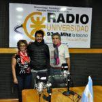 Aventurero visitó los estudios de Radio Universidad