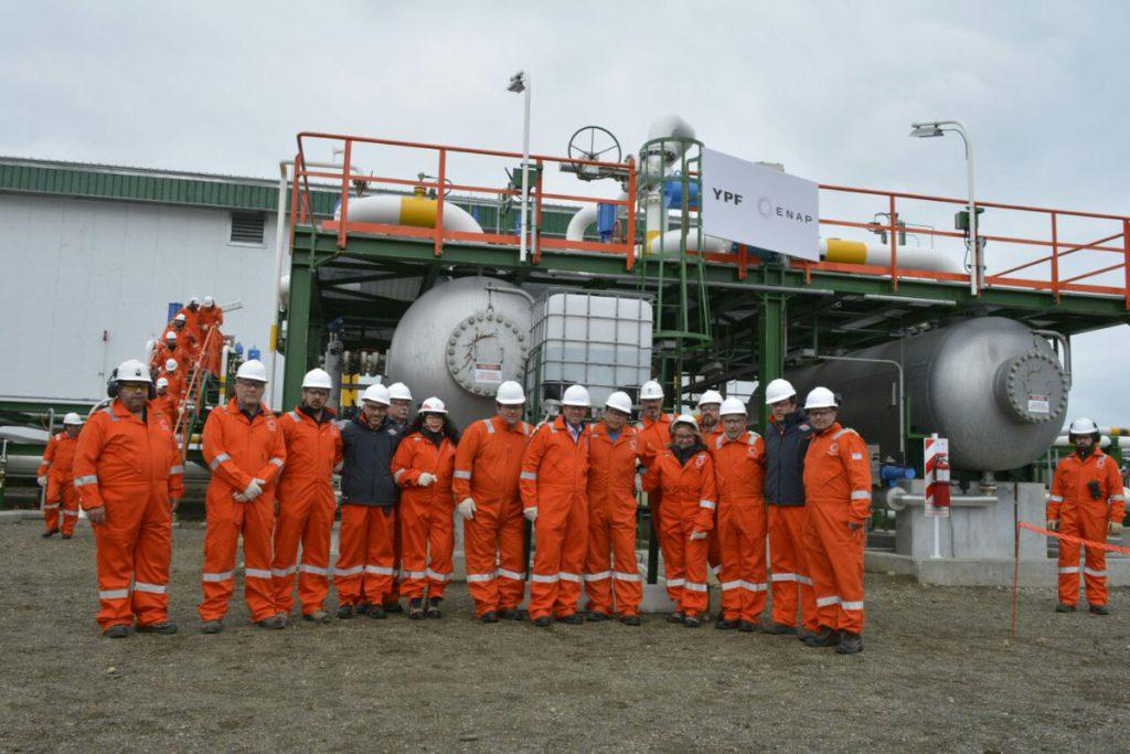 El objetivo del proyecto es aumentar sustancialmente la producción de gas natural y petróleo crudo asociado del yacimiento, ubicado en la boca oriental del Estrecho de Magallanes, en el lado argentino.