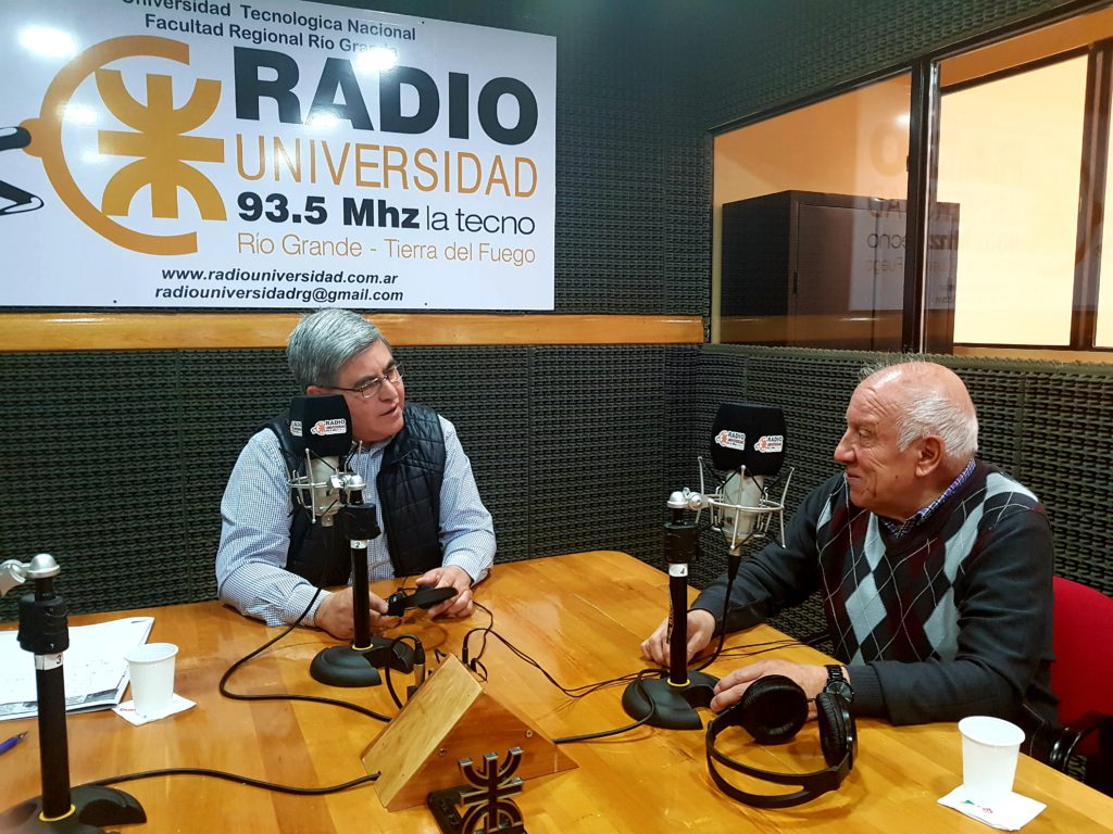 """El Dr. Héctor Vargas, visitó los estudios de Radio Universidad (93.%) para dialogar con """"De la mejor manera"""", en el marco del Personaje de los viernes"""", junto al corresponsal en Roma, Marcello D'Aloisio."""
