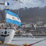 Cinco grandes veleros ya amarraron en el puerto de Ushuaia