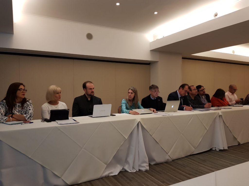 Además, el Ing. Álvarez también mantuvo un importante encuentro en Chile, junto a decanos y rectores de las universidades patagónicas del país.