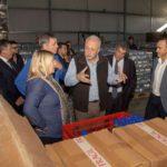 """La gobernadora recorrió la planta de producción y envasado """"Agua del Fagnano"""""""