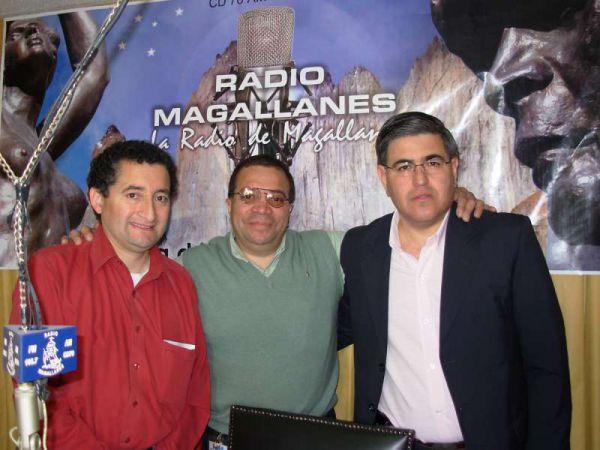 Alberto Centurión y Francisco 'Condorito' Andrade –Historiador Deportivo-, visitando los estudios de Radio Magallanes, hace unos años.