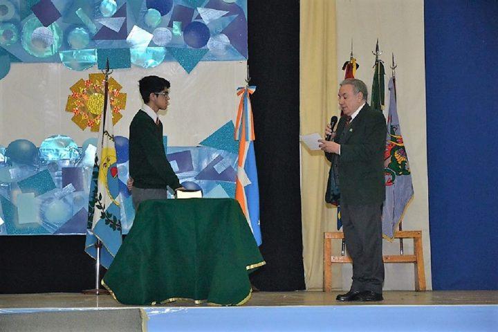 Alumnos de la EADEB y del CIERG prometieron a la Bandera.