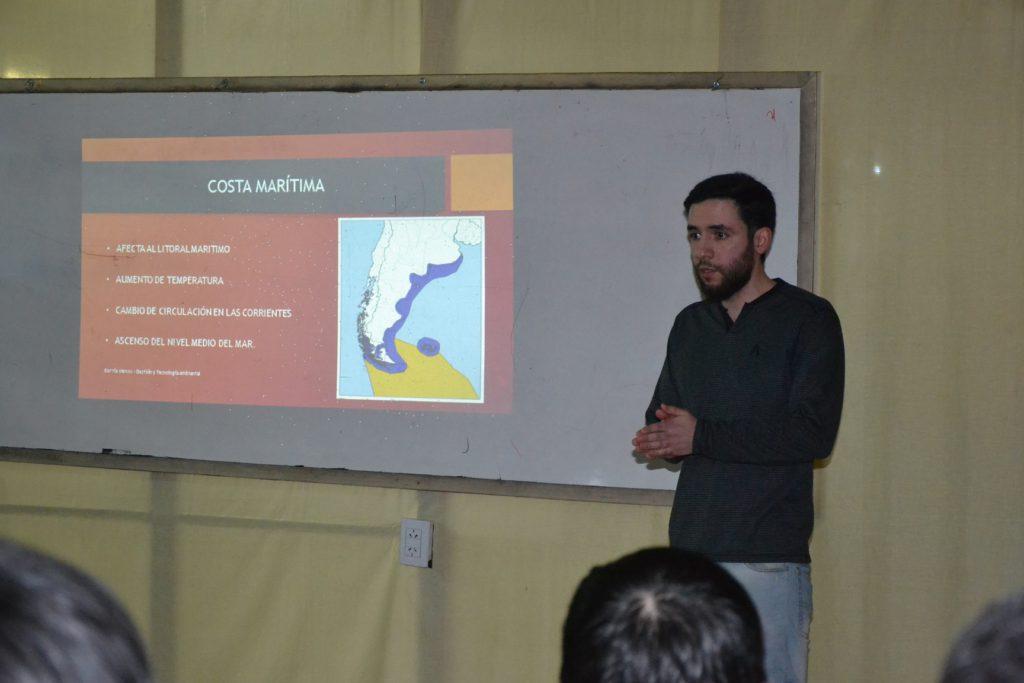 Entre los temas que se abordan en el seminario se destacan, El cambio climático en la República Argentina, Estudio de impacto ambiental, Gestión y minimización de residuos electrónicos en la República Argentina y Residuos de pulguicidas en la producción agrícola de la Argentina.