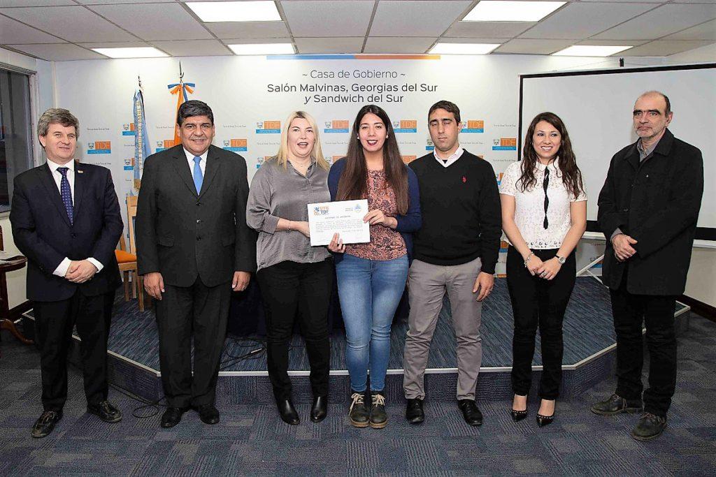 urante el fin de semana se entregaron los certificados correspondientes al curso de posgrado en Teledetección Cuantitativa que fue organizado por la Facultad Regional Tierra del Fuego en coordinación con el Ministerio de Ciencia y Tecnología de la Provincia y la CONAE (Comisión Nacional de Actividades Espaciales).