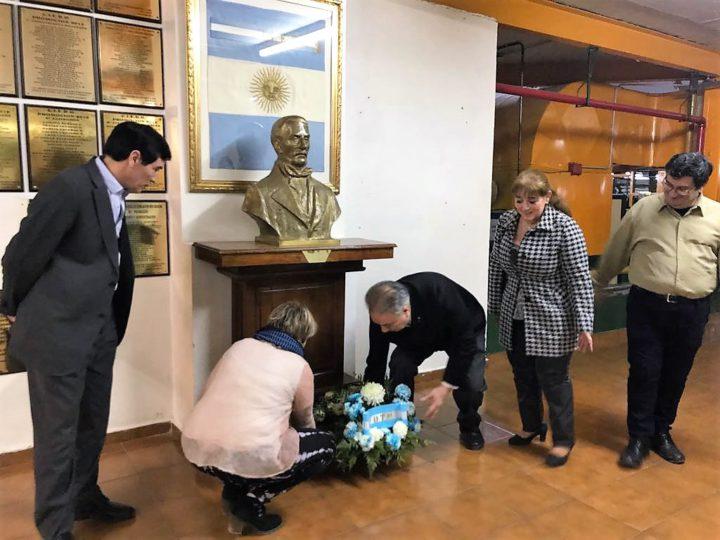 Del acto participó el Decano de la Facultad Regional Tierra del Fuego, quien estuvo acompañado por diversas autoridades de la misma facultad. Además, y en representación del Municipio de Río Grande, estuvo la secretaria de Obras Públicas, Prof. Gabriela Castillo.