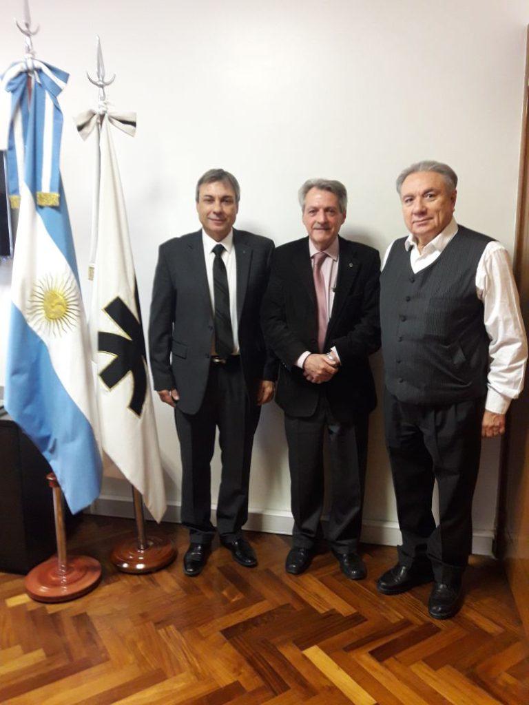 De izquierda a derecha, el vicerrector de la UTN, Haroldo Avetta, el Rector de la UTN, Ing. Héctor Aiassa, y el Decano de la Regional Tierra del Fuego, Ing. Mario Ferreyra, en un reciente encuentro.