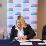 Bertone firmó el contrato de obra para que 232 familias tengan acceso al gas por red