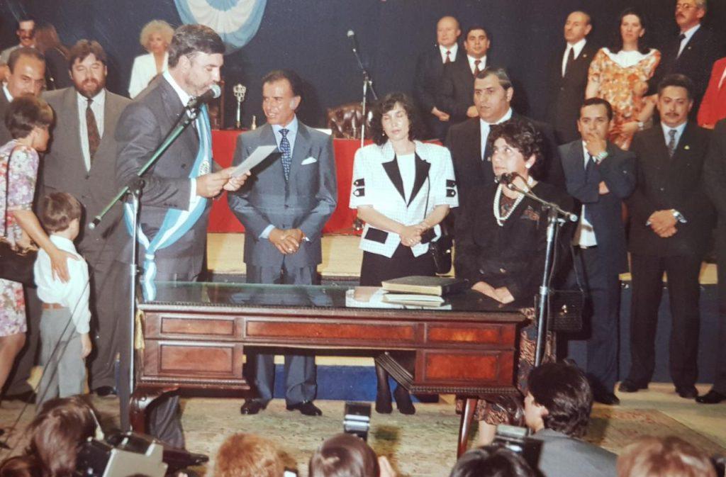 Zulema Lodeiro jurando como la primera Ministra de Educación de Tierra del Fuego.