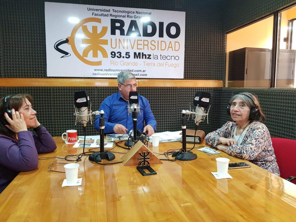 """Las reconocidas hermanas Zulema y 'Marita' Lodeiro, visitaron los estudios de Radio Universidad 93.5 en el marco del """"Personaje de los viernes"""", junto a la participación en los estudios de """"La Técno"""" del director de la emisora Alberto Centurión, la Locutora Lorena Vera, y en contacto directo con el corresponsal de Roma, Dr. Marcello D'Aloisio."""