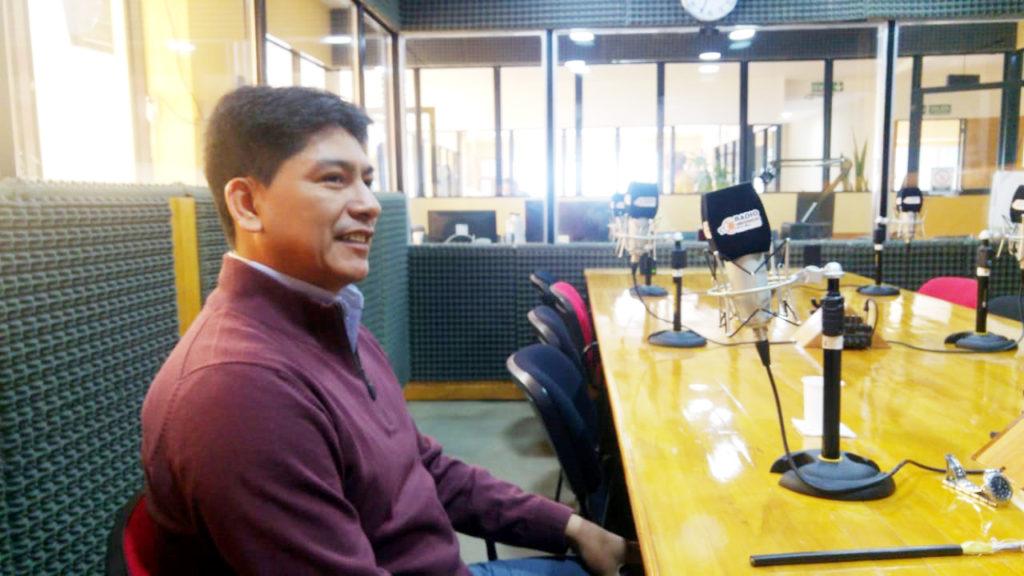 El ingeniero electrónico Javier Valdez, de la UTE TV Fuego-COIVALSA, dialogó con Radio Universidad (93.5 MHZ) sobre el avance del tendido de fibra óptica, y la satisfacción de colocar el broche de oro a la tarea realizada en las 22 provincias argentinas, con esta obra en el extremo sur del país.