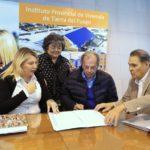 Bertone presidió la cesión de 5 hectáreas de la Sociedad de Productores