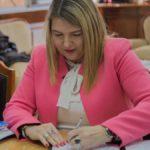 Bertone firmó los decretos de aumento del 23% para los empleados públicos
