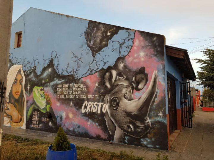 El vicedecano de la Facultad Regional Tierra del Fuego, Ing. Francisco Álvarez, visitó los estudios de Radio Universidad (93.5) junto a las estudiantes del CIERG Camila Barrios, Brenda Vizgarra y el artista Marcos Aldavez, para dialogar, en esta oportunidad, sobre el trabajo que vienen llevando a cabo diferentes artistas grafiteros de nuestra ciudad de Río Grande.