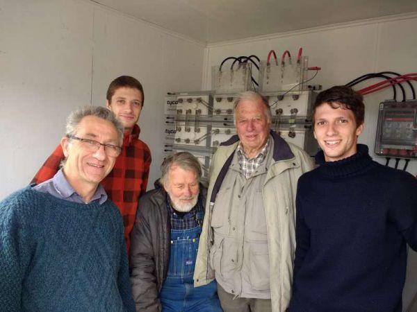 De derecha a izquierda: Matthew Goodall, Adrián Goodall, Tommy Goodall, Thomas Lynch, Ricardo Lynch.