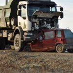 Murió una mujer tras chocar frontalmente contra un camión