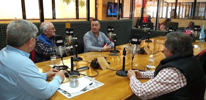 En el marco de la Edición N°46 del Gran Premio de la Hermandad, Mauro Oyarzo y Carlos Ozuljevich llegaron desde Chile para visitar los estudios de Radio Universidad (93.5) y dialogar con 'Dos Preguntan', en donde revivieron historias y anécdotas de una de las competencias más emblemáticas de Latinoamérica. También se hizo presente el senador y Presidente de la Comisión de Deporte del Congreso de la Nación, Julio Catalán Magni.