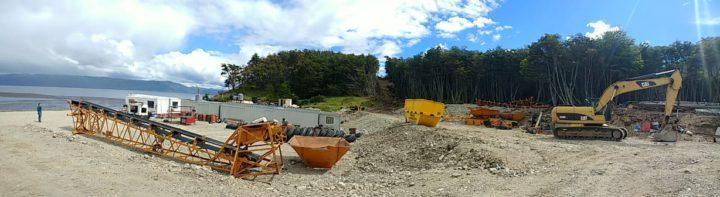Acusan a la empresa de haber ingresado con motosierras esta semana, y avanzar con la tala indiscriminada de árboles para la apertura de corredor costero Canal Beagle.