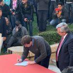 Melella firmó un acta compromiso con Alberto Fernández en Rosario