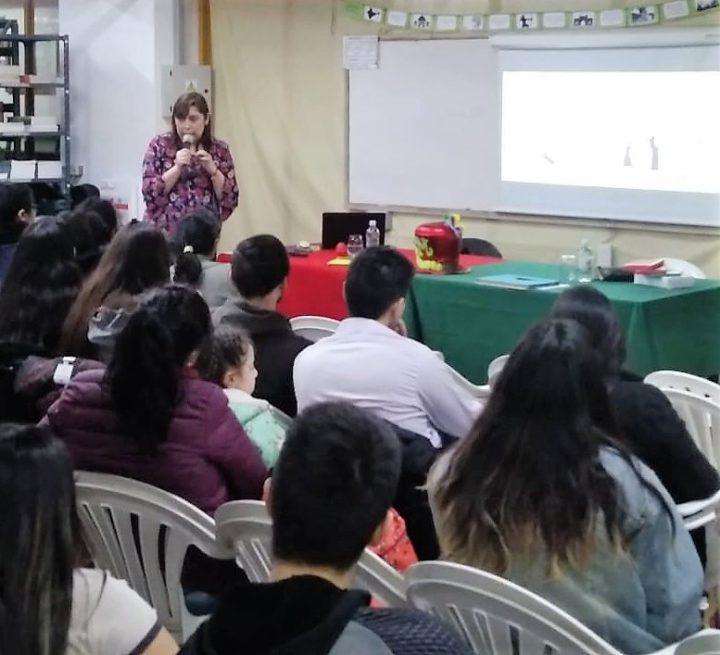 Denominada 'Learning and Sharing Week' (Semana para aprender y compartir), la Facultad Regional Tierra del Fuego se encuentra brindando una capacitación de Inglés para alumnos del profesorado y de todas las instituciones de la Fundatec. El curso comenzó el 23 y culmina el 27.