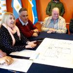 Bertone firmó el contrato de obra para la construcción de la escuela técnica en la Margen Sur
