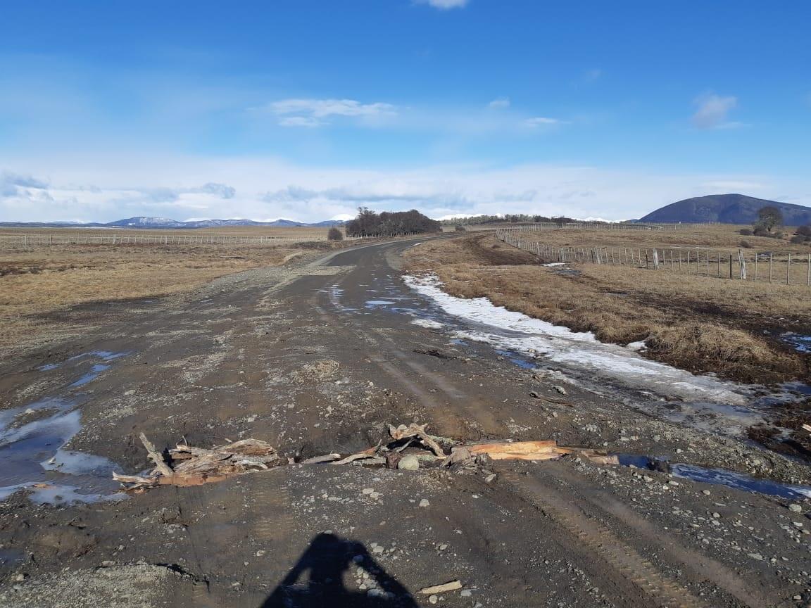 También hizo un fuerte reclamo a Vialidad Provincial por la falta de mantenimiento de las rutas rurales, que deben transitar a diario muchos emprendedores.