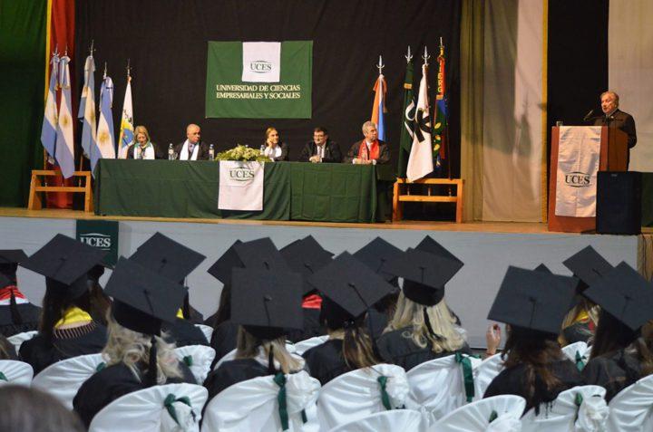 La UCES graduó a otros 28 profesionales