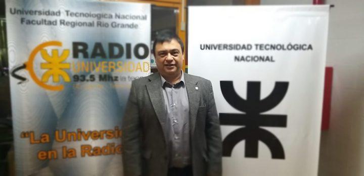 El ingeniero Luís Polti, magister en energías renovables de la Universidad Tecnológica Nacional, encabezó ayer la presentación del proyecto en el que viene trabajando hace varios años para fabricar en Ushuaia cargadores para autos eléctricos.