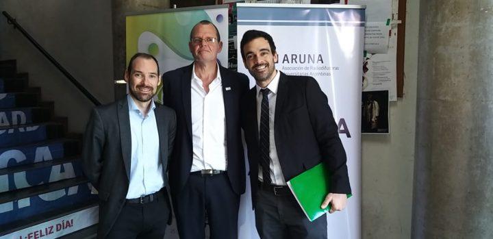 El Presidente de ARUNA, Aldo Rotman, junto al Presidente de la Red Internacional Universitaria, Martín Pena, y con Marcos Acle, de Uruguay, representante de la Secretaría General Iberoamericana.