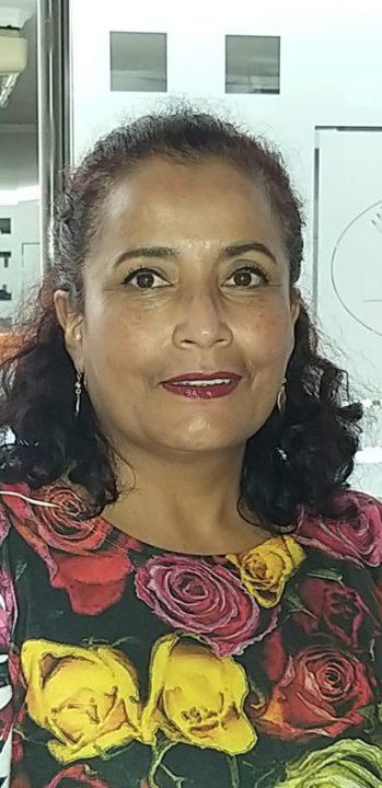 La representante de la Red de Radios Universitarias del Ecuador (RRUE), Ivanova Nieto,