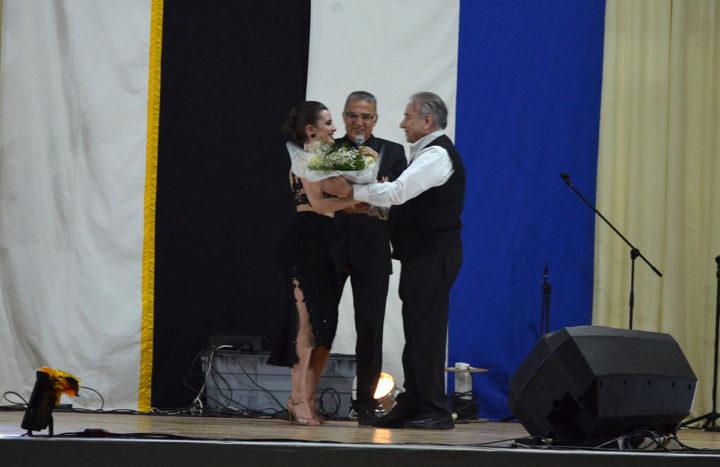 De la mano del Rotary Club Río Grande y la Facultad Regional Tierra del Fuego de la Universidad Tecnológica Nacional, se realizó este sábado, en el gimnasio Blanco de la UTN, la 'Velada Solidaria y Artística en Grande'.