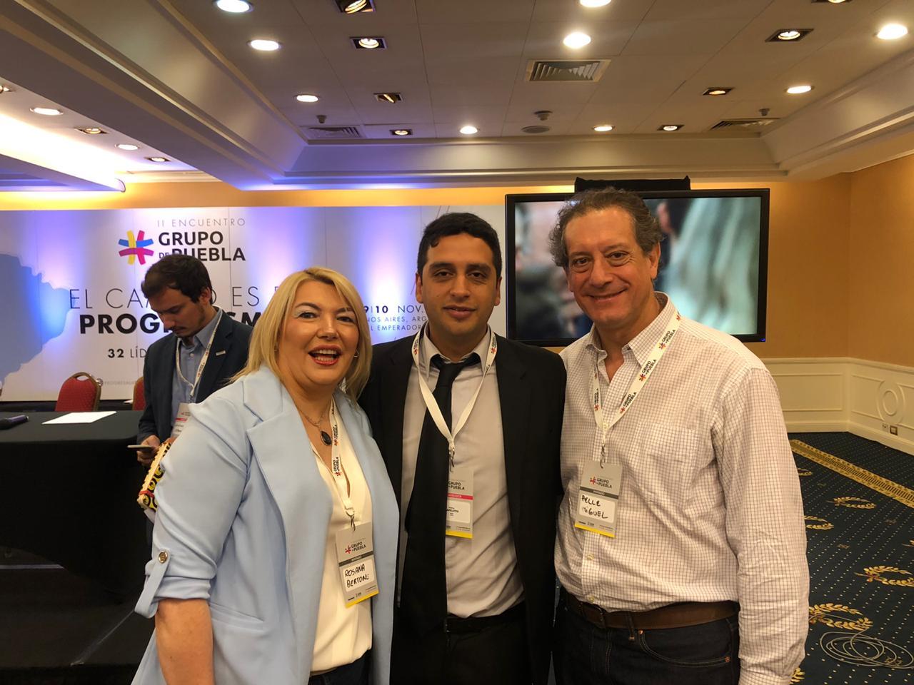 La Gobernadora Rosana Bertone junto a Matías Capeluto y el Presidente del Banco de Tierra del Fuego, Miguel Pesce.