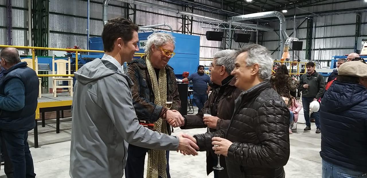 El Presidente del Secadero, David Syre, en un  diálogo con su hijo, el Director de Radio Universidad 93.5 y Provincia 23, Alberto Centurión, y el vicepresidente de CAME, Diego Navarro.