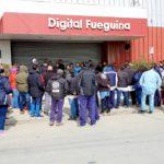 300 personas esperan por una respuesta de la patronal