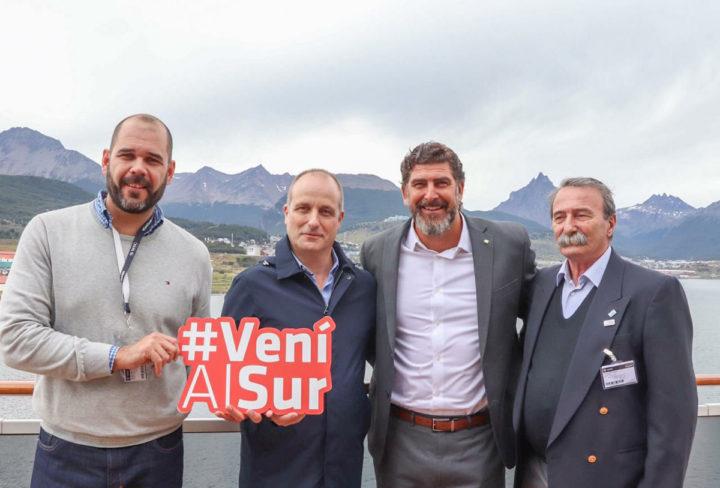 """""""Después de tener la visita del 'Magnífica', la empresa (dueña del buque) ha ratificado al Puerto de Ushuaia como puerto de recalada, lo cual nos pone muy contentos porque este tipo de cruceros van a seguir llegando en las próximas temporadas"""", resaltó Murcia."""