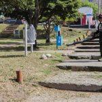 Realizan mantenimiento integral de las plazas en la ciudad de Ushuaia